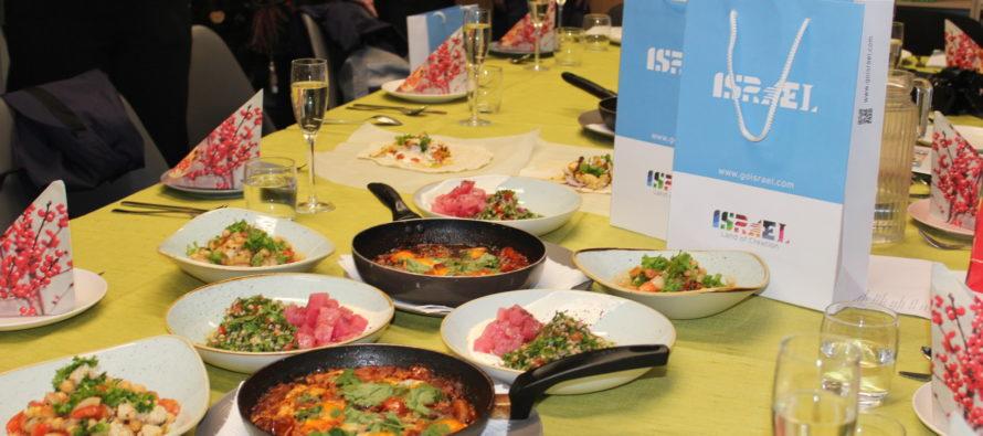 ГАЛЕРЕЯ! Посольство Израиля организовало семинар для израильской национальной кухни в Школе ТЭТ с  шеф-поваром  из  Тель-Авива Ювалем Бен-Нирией